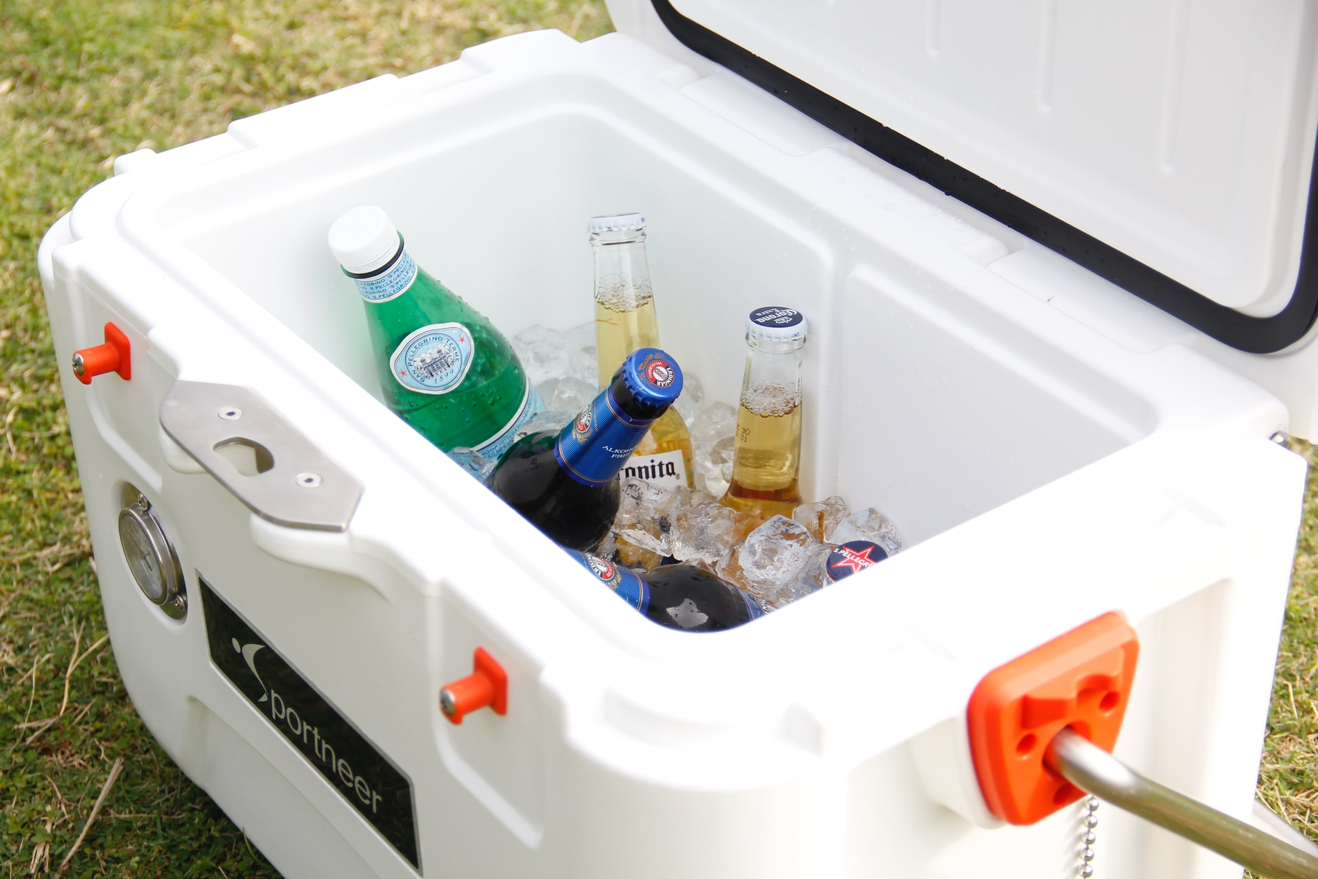 how to maximize ice retention time on a cooler